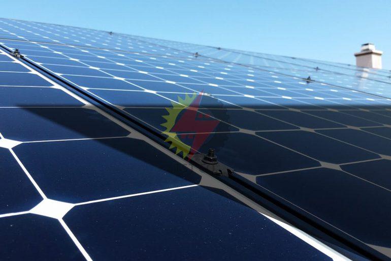 بررسی اثر سایه در توان تولیدی پنل های خورشیدی